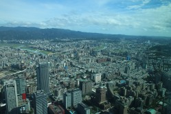 Taipei 101: Blick über Stadt, Fluss und Berge