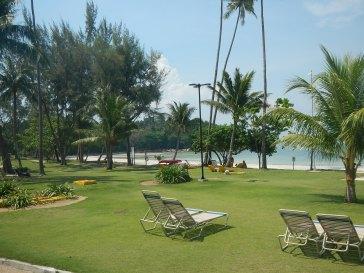 Bintan: Garten und Strand des Nirwana Resort Hotels