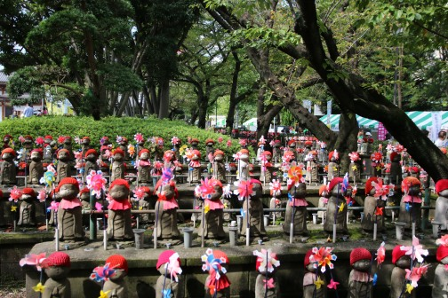 Jizo-Statuen für Mizuko (Wasserkinder) im Zojo-ji