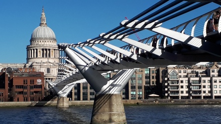 London: St. Pauls und Millenium Bridge