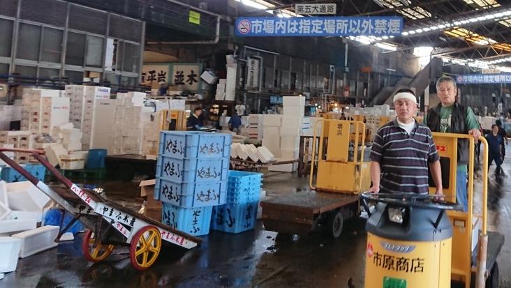 Auf Tokyos Fischmarkt: rasende Wägelchen