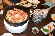 Sukiyaki zu Beginn des Essens
