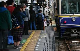 Anstellen am Bahnsteig