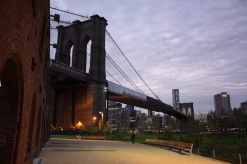 New York Dumbo mit Brooklyn Bridge