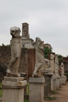 Rom Forum Romanum kopflose Statuen