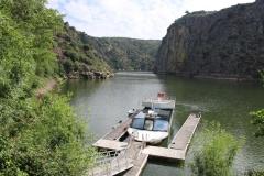 Portugal Douro-Fahrt Ablegestelle mit Boot