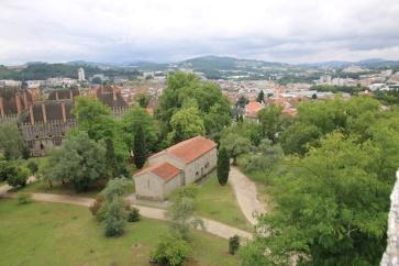 Portugal Guimaraes Blick vom Castelo auf Herzogpalast