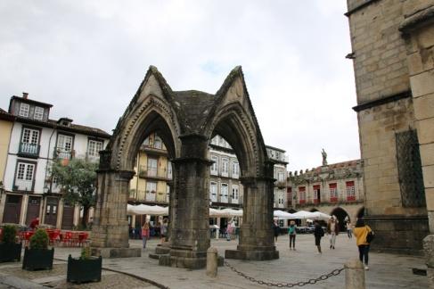 Portugal Guimaraes Largo da Oliveira