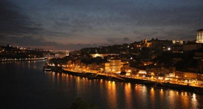 Portugal Porto Blick vom OhPorto auf Ribeira bei Nacht