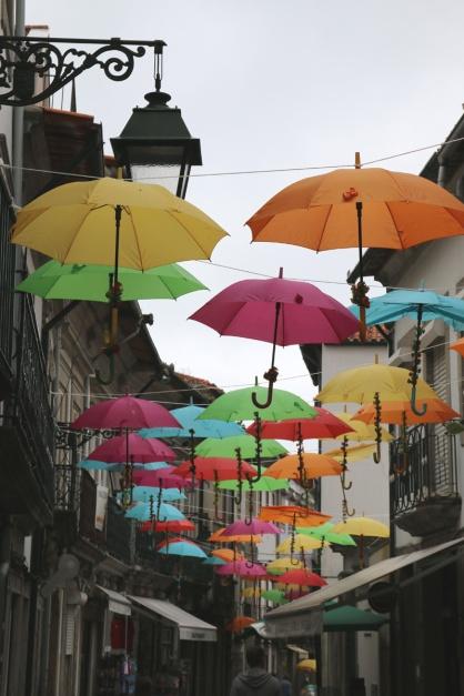 Portugal Viana do Castelo tanzende Schirme