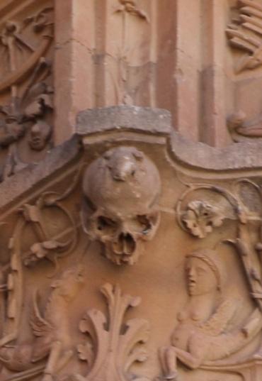 Spanien Salamanca Universität Frosch mit Totenschädel