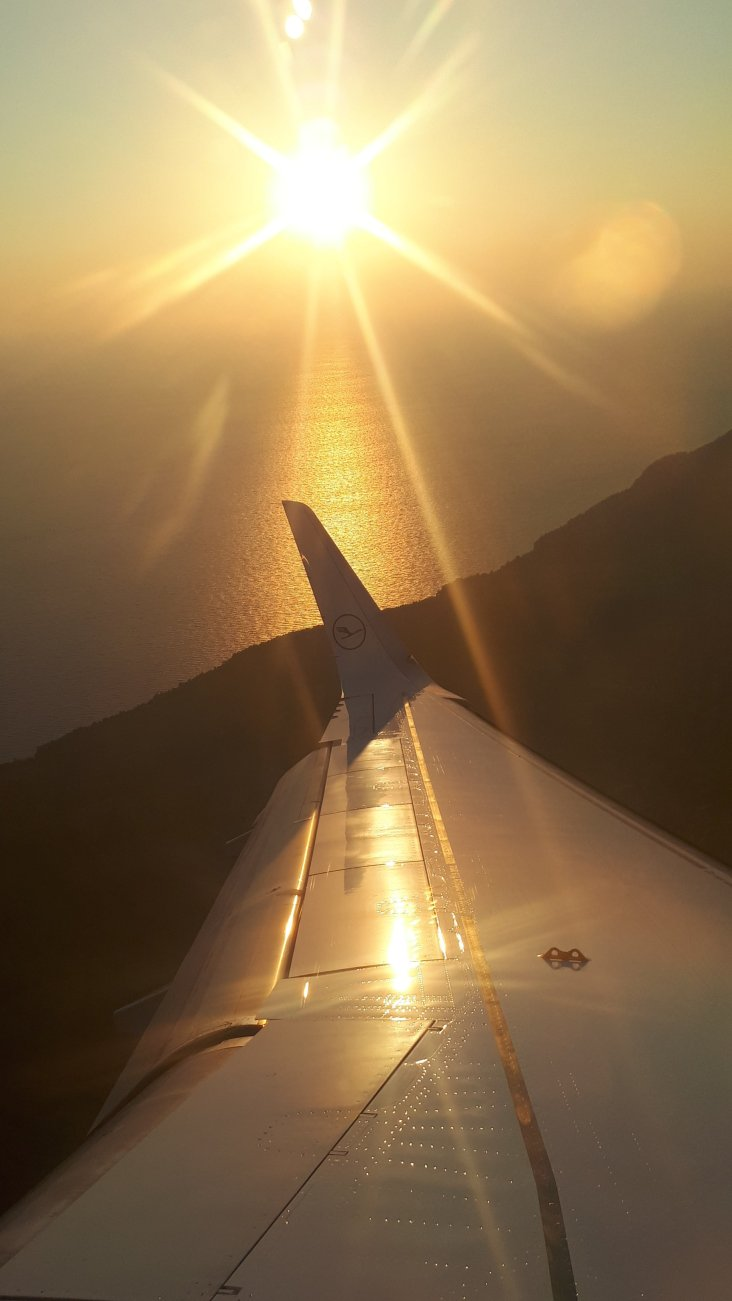 Kroatien Dubrovnik Landeanflug im Sonnenuntergang