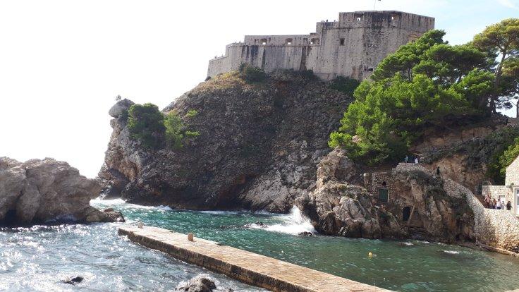 Kroatien Dubrovnik Pier zwischen Bokar und Lovrijenac