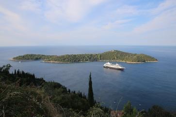 Kroatien Lokrum mit Kreuzfahrtschiff