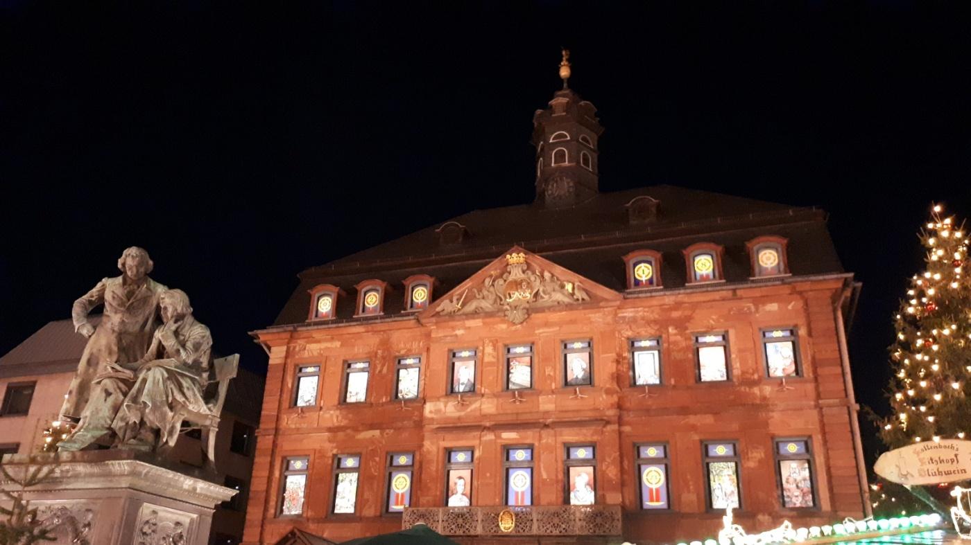 Weihnachtsmarkt Hanau.In Hanau Kommt Weihnachtsstimmung Auf Heide Unterwegs
