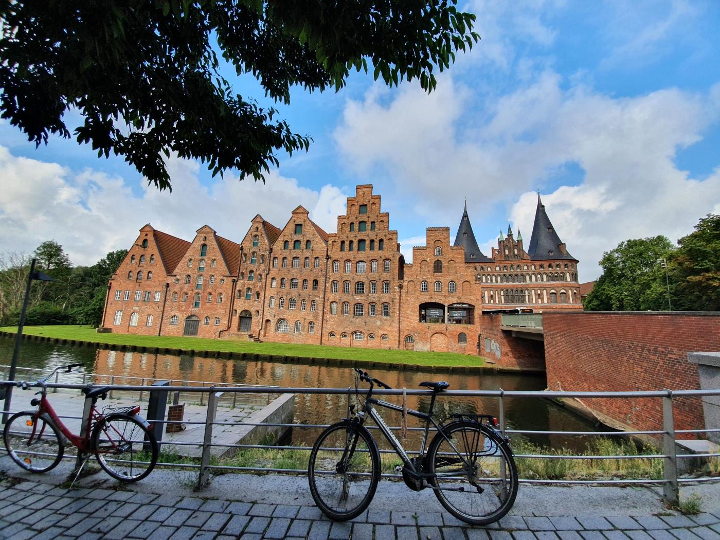 Lübeck Salzspeicher und Holstentor