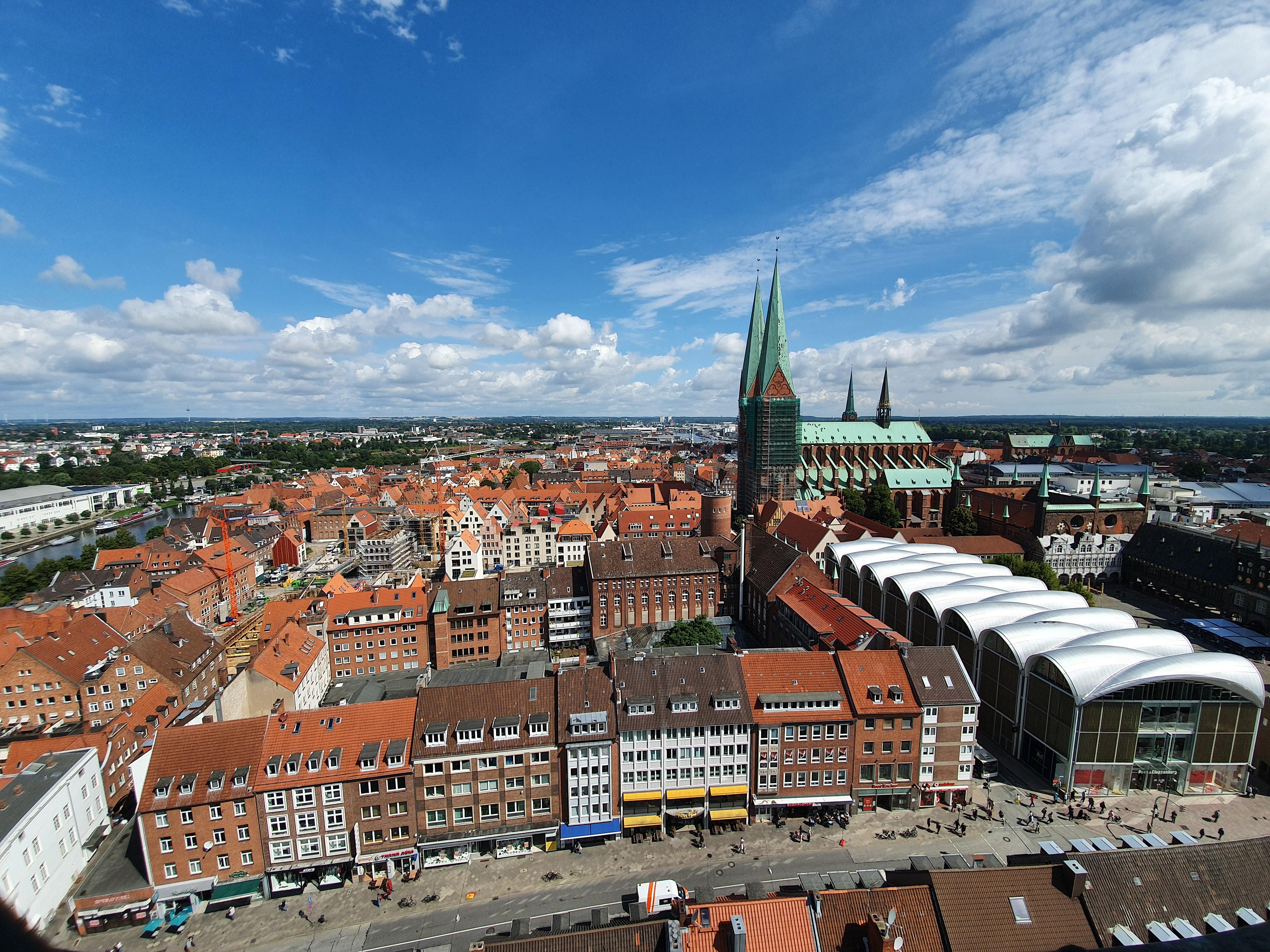 Lübeck - Blick von Petrikirche auf Altstadt und St. Marien