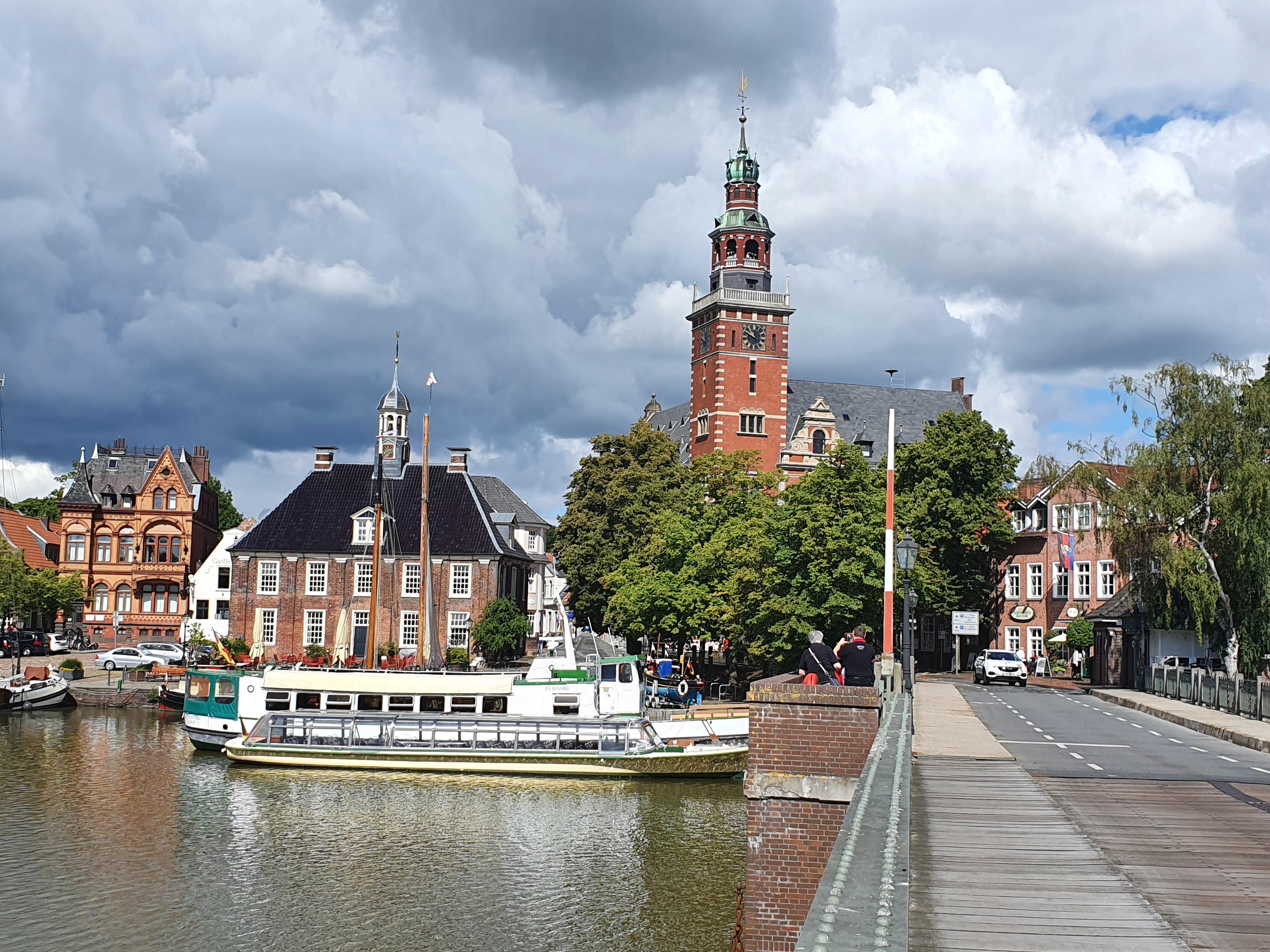 Rathaus und Waage Leer