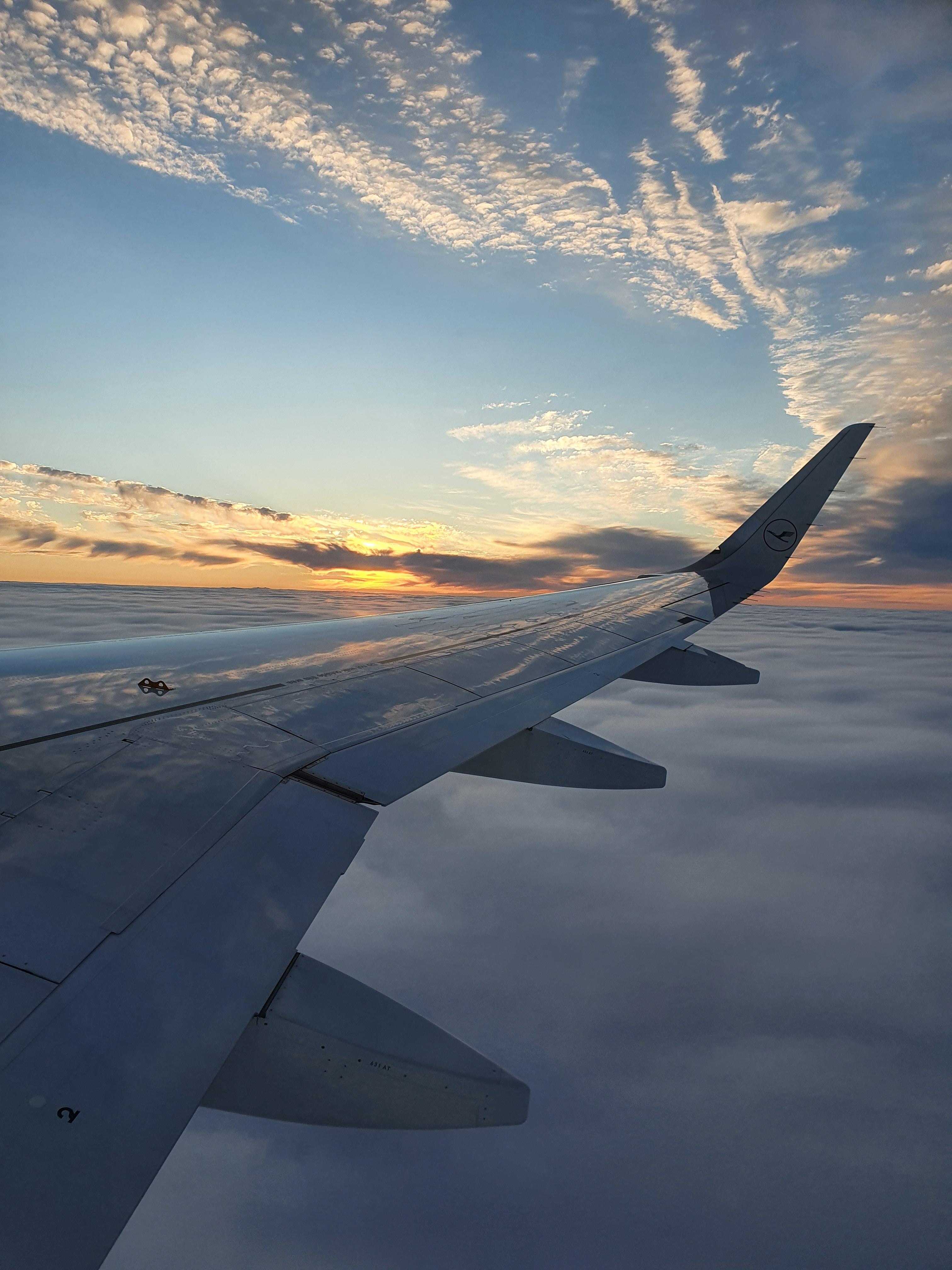Island - Mitternachtssonne über den Wolken
