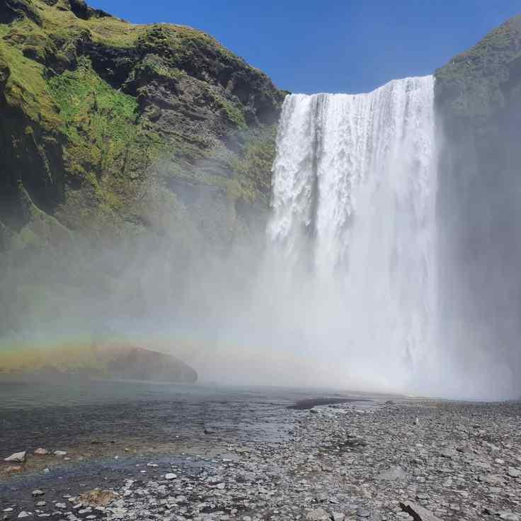 Island Skogafoss mit Regenbogen