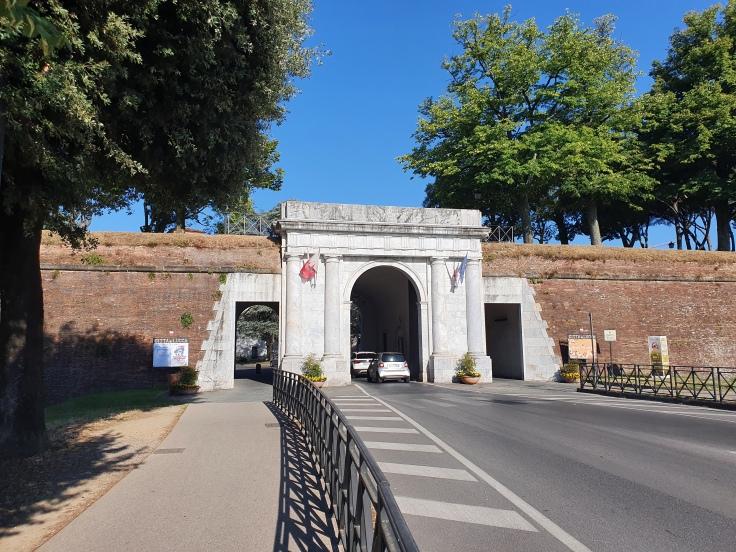 Lucca Stadtmauer mit Stadttor Porta Elisa