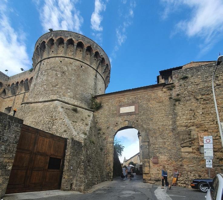 Volterra Stadtmauer mit Eingangstor