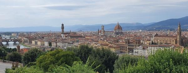 Florenz mit Arno, Ponte Vecchio, Dom und Altstadt von der Piazzale Michelangelo