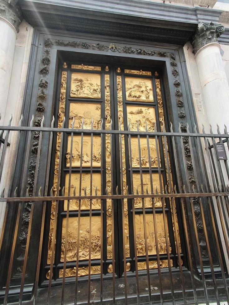 Florenz - vergoldetes Portal des Bapristeriums auf dem Domplatz